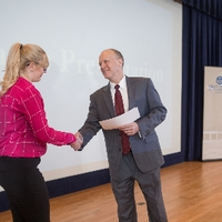 3MT Third Place winner Sarah Thompson shaking hands with the dean of the graduate school